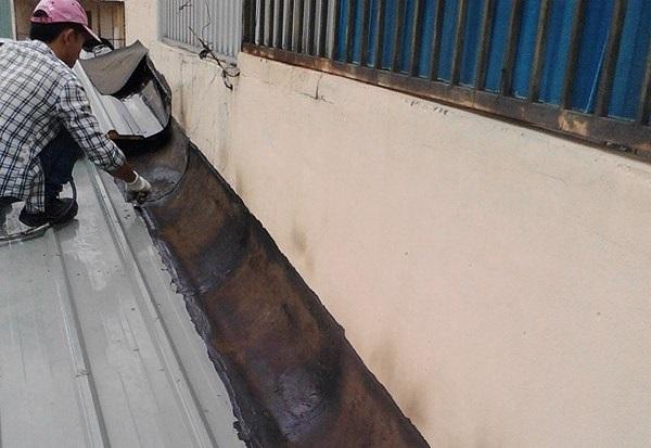 máng chống thấm khe tường
