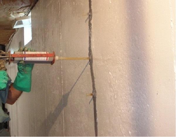 keo Silicone xử lý vết nứt tường nhỏ
